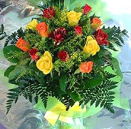 13 adet karisik gül buketi demeti   Van uluslararası çiçek gönderme