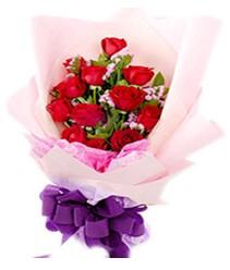 7 gülden kirmizi gül buketi sevenler alsin  Van çiçek gönderme sitemiz güvenlidir