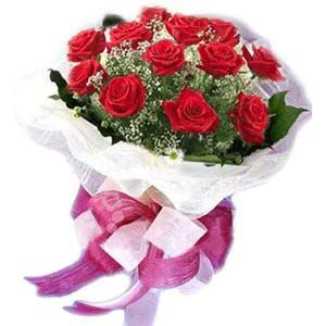 Van çiçek satışı  11 adet kırmızı güllerden buket modeli