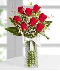 7 Adet vazoda kırmızı gül sevgiliye özel  Van çiçek siparişi sitesi