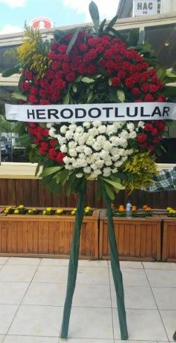 Cenaze çelengi cenazeye çiçek modeli  Van çiçek satışı
