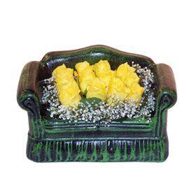 Seramik koltuk 12 sari gül   Van ucuz çiçek gönder