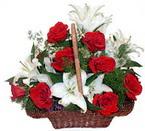 sepette gül ve kazablankalar   Van çiçekçi mağazası