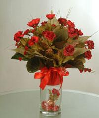 yapay güllerden vazo  9 gül  Van uluslararası çiçek gönderme