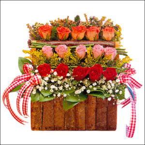 sandikta 3 kat güllerden   Van cicekciler , cicek siparisi