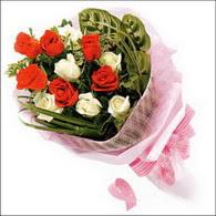 5 kirmizi 5 beyaz güllerden   Van online çiçek gönderme sipariş