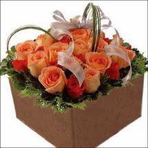 kare sandikta 11 gülllerden   Van çiçekçi mağazası