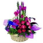 çikolata ve sepette çiçek   Van çiçek gönderme sitemiz güvenlidir