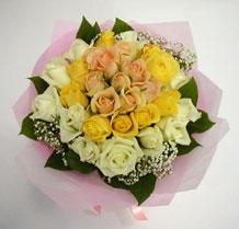 sari ve beyaz gül karisimda   Van çiçek , çiçekçi , çiçekçilik