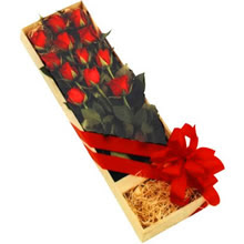 kutuda 12 adet kirmizi gül   Van çiçek yolla