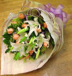 Van internetten çiçek satışı  11 ADET GÜL VE 1 ADET KAZABLANKA