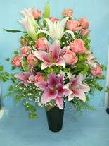 Van internetten çiçek satışı  cam vazo içerisinde 21 gül 1 kazablanka