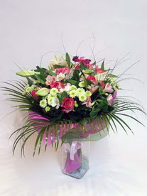 Van hediye çiçek yolla  karisik mevsim buketi mevsime göre hazirlanir.
