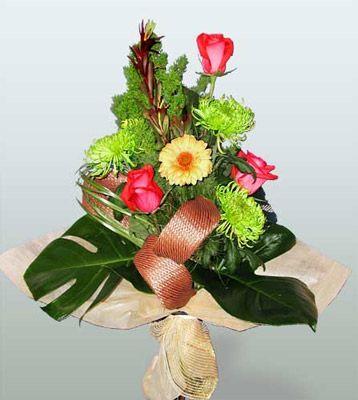 Van ucuz çiçek gönder  3 adet gül 4 adet gerbera çiçegi sade buket
