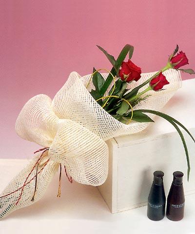 3 adet kalite gül sade ve sik halde bir tanzim  Van internetten çiçek siparişi