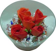 Van 14 şubat sevgililer günü çiçek  5 adet gül ve cam tanzimde çiçekler