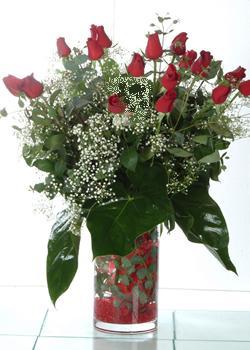 Van güvenli kaliteli hızlı çiçek  11 adet kirmizi gül ve cam yada mika vazo tanzim