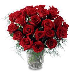 Van çiçek gönderme sitemiz güvenlidir  11 adet kirmizi gül cam yada mika vazo içerisinde