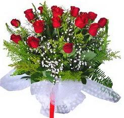 Van çiçek satışı  12 adet kirmizi gül buketi esssiz görsellik