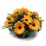 gerbera ve kir çiçek masa aranjmani  Van çiçek siparişi vermek