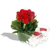 Mika kalp içerisinde 9 adet kirmizi gül  Van çiçek servisi , çiçekçi adresleri