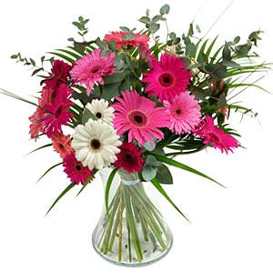 15 adet gerbera ve vazo çiçek tanzimi  Van online çiçek gönderme sipariş