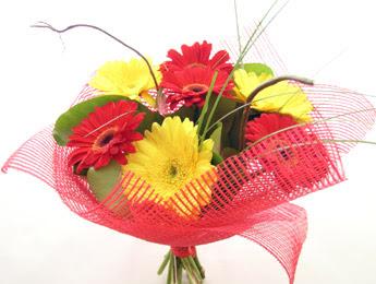 9 adet gerbera çiçeklerinden buket  Van çiçek satışı