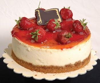 online pastaci 4 ile 6 kisilik yas pasta çilekli  Van çiçek siparişi sitesi