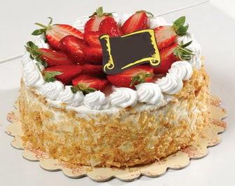 uygun pastaneler 4 ile 6 kisilik çilekli yas pasta lezzetli  Van çiçek siparişi vermek