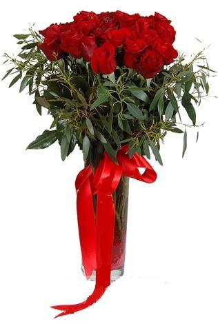 15 adet kirmizi gül cam vazo içerisinde  Van internetten çiçek satışı