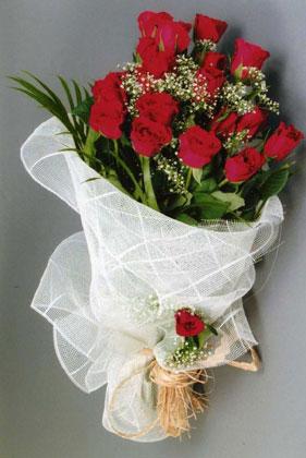 10 adet kirmizi güllerden buket çiçegi  Van yurtiçi ve yurtdışı çiçek siparişi