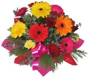 Karisik mevsim çiçeklerinden buket  Van hediye sevgilime hediye çiçek