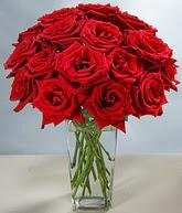 Van çiçekçi mağazası  cam vazoda 11 kirmizi gül  Van hediye sevgilime hediye çiçek