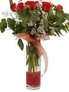 Van uluslararası çiçek gönderme  11 adet kirmizi gül vazo çiçegi