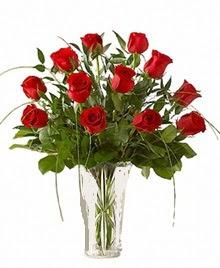 cam yada mika vazo içerisinde 9 kirmizi gül  Van çiçek siparişi sitesi