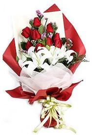 Van hediye çiçek yolla  9 adet gül 2 adet kazablanka buketi