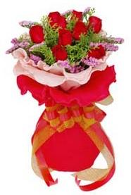 Van cicekciler , cicek siparisi  8 Adet kirmizi güllerden buket tanzimi