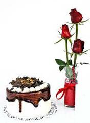 Van çiçek siparişi vermek  vazoda 3 adet kirmizi gül ve yaspasta
