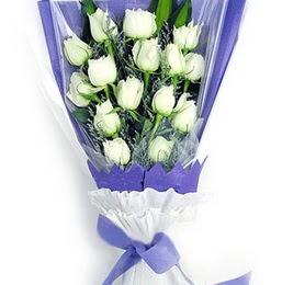 Van çiçekçi mağazası  11 adet beyaz gül buket modeli