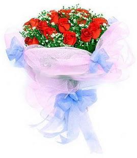 Van çiçek siparişi sitesi  11 adet kırmızı güllerden buket modeli