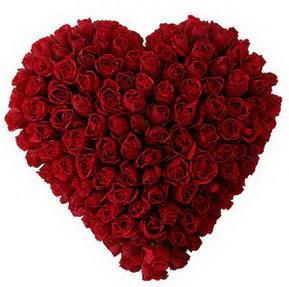 Van çiçekçi mağazası  muhteşem kırmızı güllerden kalp çiçeği