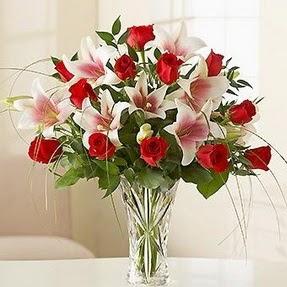 Van çiçek mağazası , çiçekçi adresleri  12 adet kırmızı gül 1 dal kazablanka çiçeği
