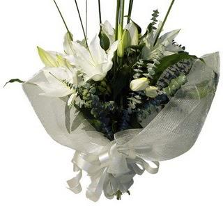 Van çiçekçi mağazası  2 dal kazablanka çiçek buketi