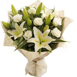Van anneler günü çiçek yolla  3 dal kazablanka ve 7 adet beyaz gül buketi