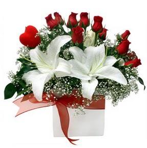 Van çiçekçi mağazası  1 dal kazablanka 11 adet kırmızı gül vazosu
