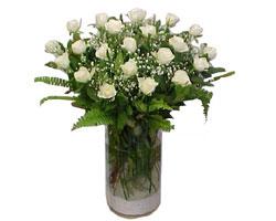 Van yurtiçi ve yurtdışı çiçek siparişi  cam yada mika Vazoda 12 adet beyaz gül - sevenler için ideal seçim