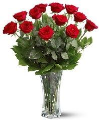11 adet kırmızı gül vazoda  Van internetten çiçek siparişi