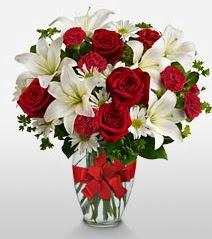 Eşsiz vazo tanzimi güller kazablankalar  Van online çiçek gönderme sipariş