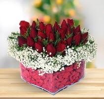 15 kırmızı gülden kalp mika çiçeği  Van çiçek satışı