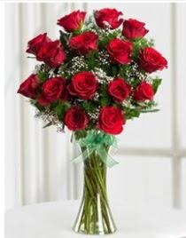 Cam vazo içerisinde 11 kırmızı gül vazosu  Van anneler günü çiçek yolla